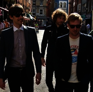 "Kaiser Chiefs - Neue Single ""Parachute"""